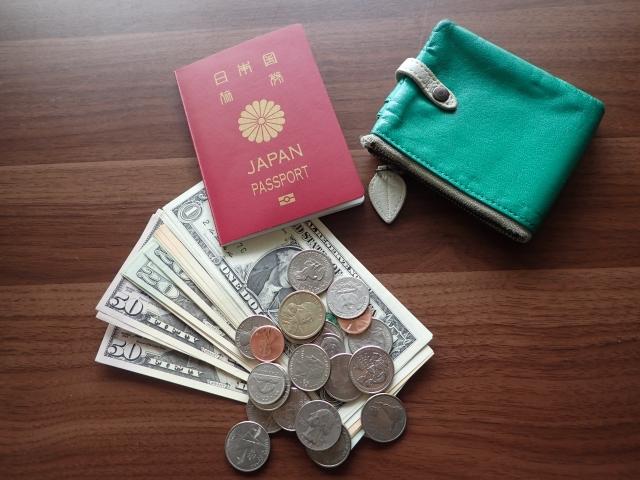 日本のパスポートとお金