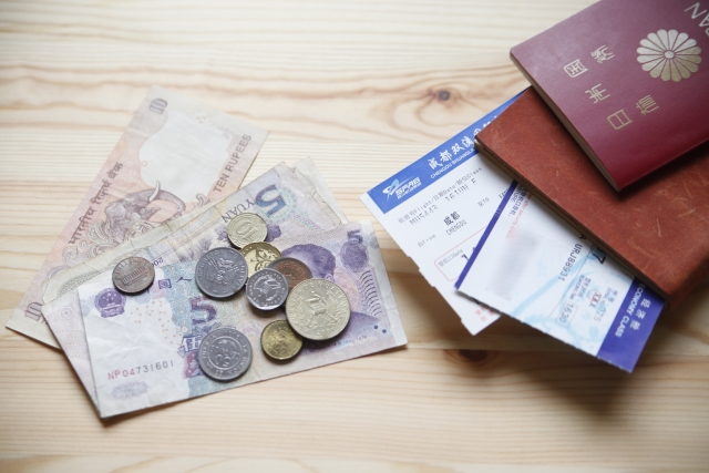 パスポートと航空券とお金