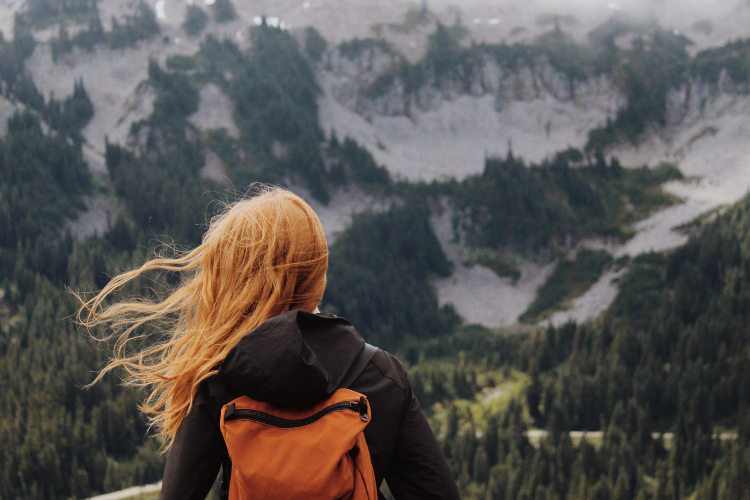 女性旅行者
